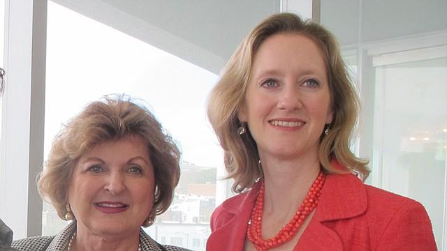 Allison R. Kokkoros (izquierda) dirigirá Escuela Carlos Rosario fundada por la dirigente Sonia Gutiérrez (derecha).