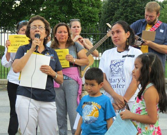 Presidenta de Mary's Center se opone al cierre de los centros médicos y pide a los padres que envíen a sus hijos a las escuelas