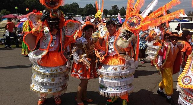 Grupo folclórico de la Morenada Los Intocables quienes participan hoy domingo 31 de agosto de 2014, en el 25 Festival Boliviano del área metropolitana de Washington, en el condado de Prince William, Virginia.
