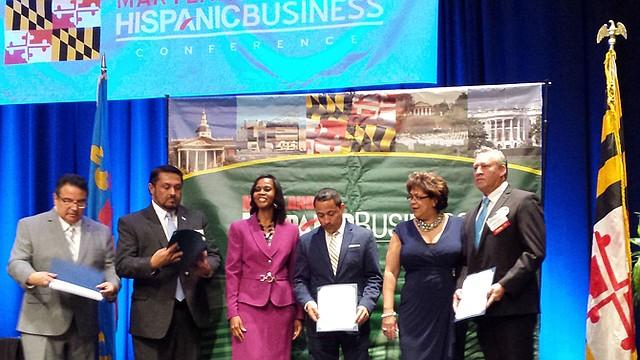 ACUERDO. Dirigentes empresariales muestran el memorando de entendimiento suscrito el 2 de septiembre.