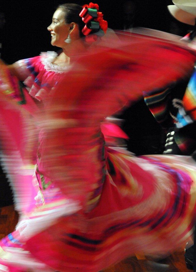 MARÚ MONTERO. La compañía de danza Marú Montero presenta tres funciones gratis al aire libre los sábados 13, 20 y 27 de 5 a 9pm. en la Plaza Cívica de Columbia Heights, en la esquina de 14th Street, Park Road y Kenyon Street. La presentación es bajo el auspicio del gobierno de DC.