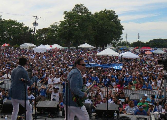 Salvadoreños celebran a lo grande