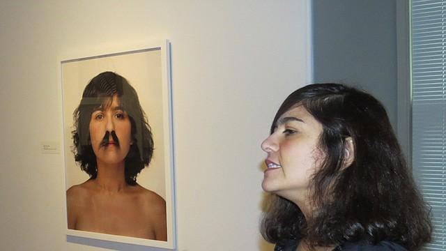 La artista Carlee Fernández expone sus obras en la Galería Nacional de Retratos en DC.
