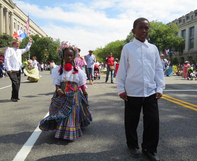Niños panameños en el desfile en la avenida Constitution.