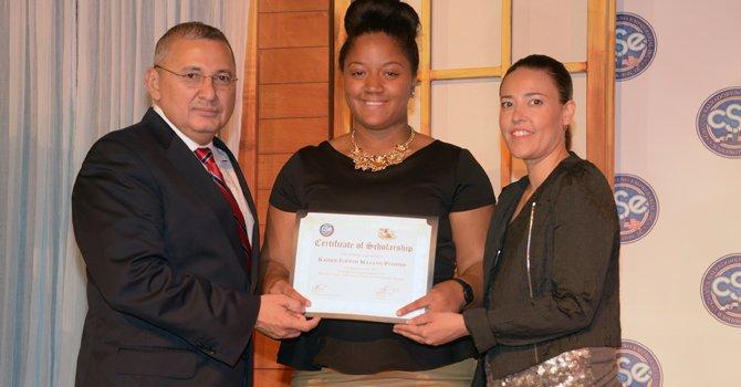 Becan a jóvenes latinos en DC