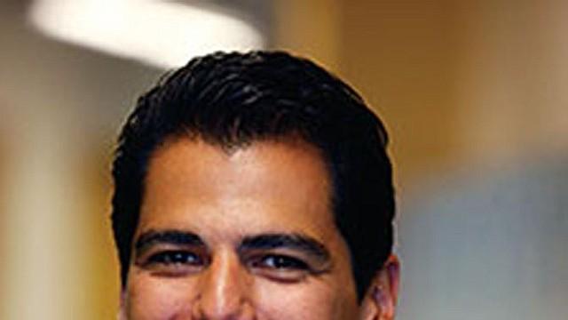 """Enrique """"Rick"""" Cruz, nuevo miembro de la Junta de Educación de las Escuelas Chárter en DC."""