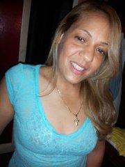 """""""Creo que ni siquiera se le debe pedir a la gente que vote por eso. Debería ser obligatorio"""".  Clara Rosario, Lynn, MA (Dominicana)"""