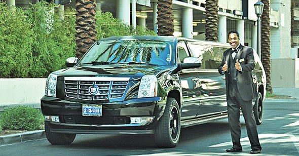 El transporte en Las Vegas siempre llevará algún tiempo sin importar cual medio se escoja. Una combinación entre caminar y limosina es tal vez la mejor decisión y Presidential Limousine presta un servicio excelente. (presidentiallimolv.com)
