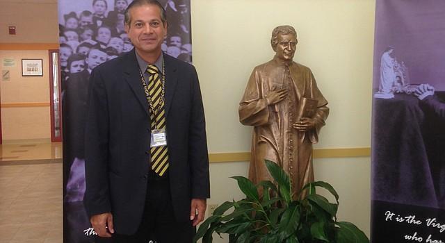 Alberto Ríos, director de admisiones de la escuela Don Bosco Cristo Rey High School en Takoma Park, Maryland