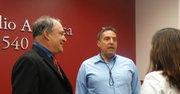 El concejal Marc Elrich (izq.) y el empresario Carlos Perozo.