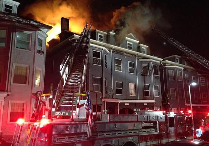 Incendio en Roxbury parece estar ligado a un asesinato