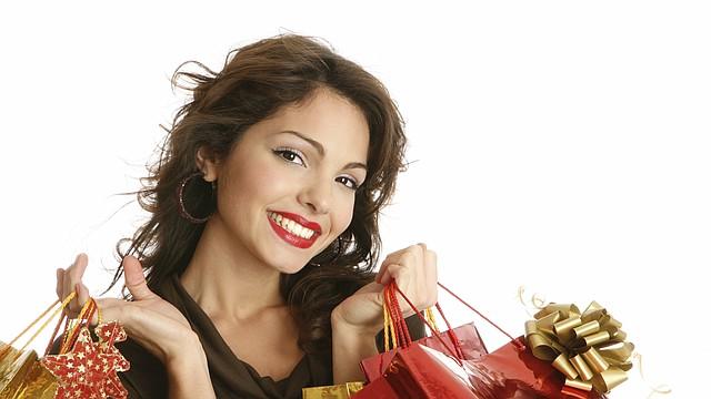 Tu familia y amigos no te van a querer más porque te endeudes para comprarles sus regalos. Si puedes, haz tu misma los regalos.