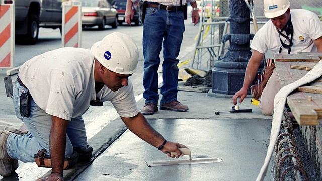 La industria de la construcción tradicionalmente emplea a un gran número de latinos en Estados Unidos.
