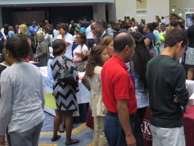 Miles de personas de las comunidades latina y afroamericana asistieron a la Feria de Escuelas Privadas el domingo 5 de octubre de 2014.
