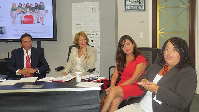 Profesionales de la firma Verizon compartieron sus experiencias con estudiantes en DC.