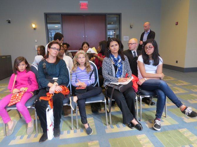 Padres y niños latinos que asistieron a uno de los talleres informativos del Latino Student Fund en la Feria de Escuelas Privadas realizada el domingo 5 de octubre de 2014 en el Washington Convention Center de Washington, DC.