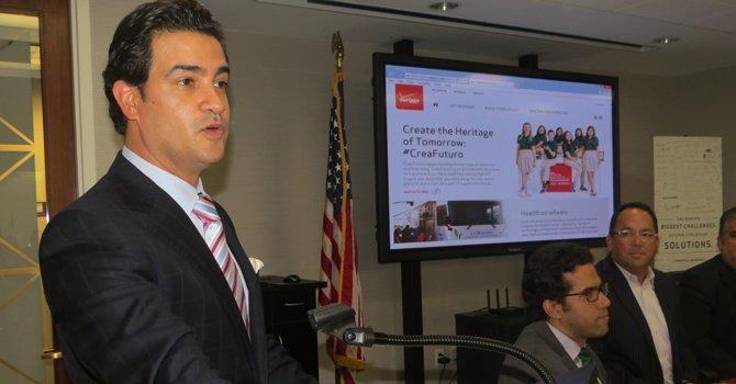 Mario Acosta-Vélez, director de asuntos gubernamentales de Verizon.