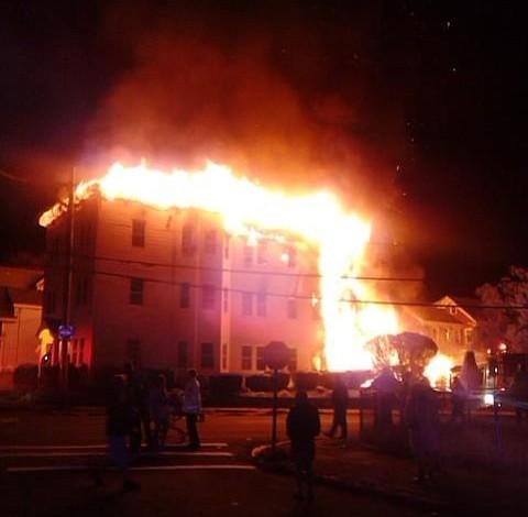TRAGEDIA EN LAWRENCE: Dos niños mueren en un incendio