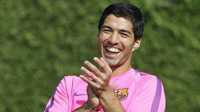El uruguayo Luis Suárez podría debutar con su club FC Barcelona el sábado 25 de octubre de 2014 en el clásico del fútbol español ante el Real Madrid.