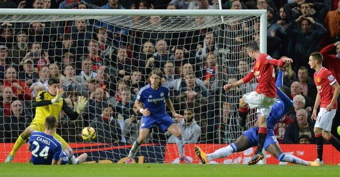 Van Persie salva al United ante el Chelsea