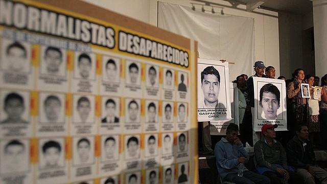 Familiares de los 43 estudiantes desaparecidos ofrecieron una conferencia de prensa el miércoles 29 de octubre.