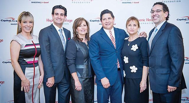 PREMIADOS. De izq. a der. Nicole Quiroga (Telemundo), Mario Acosta-Velez (Verizon), Jacqueline Krick (ECU), Antonio Tijerino (HHF), Lori Kaplan (LAYC) y Juan Sepúlveda (PBS).