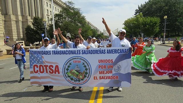 PARTICIPACIÓN. Integrantes de COTSA, dirigida por Jorge Granados (al centro) durante Fiesta DC en septiembre pasado en el centro de la ciudad.