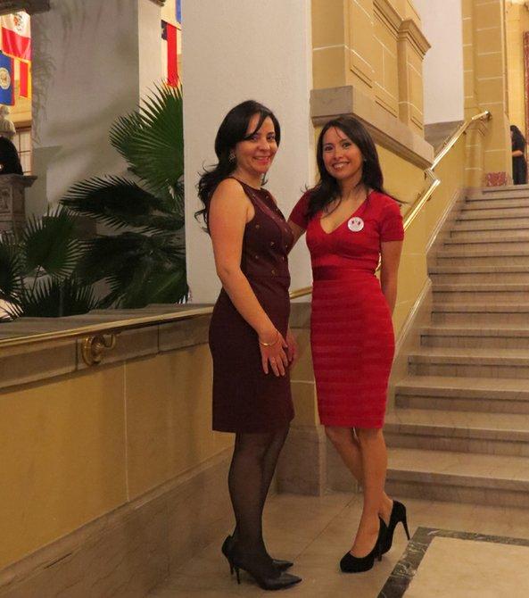 Claudia Rosand (izquierda) y Shirley Tejada en la gala en la OEA en homenaje a la música peruana.