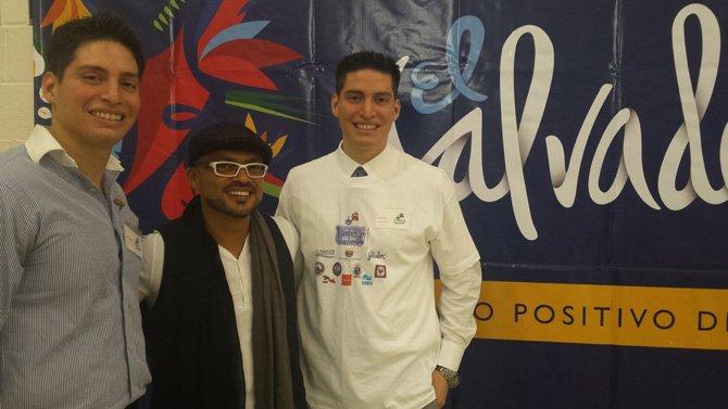 Salvadoreños muestran su influencia