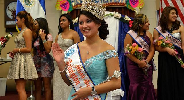 La joven Kimberly Cañas, representante del Cantón Analco, del municipio de Ereguayquín, en Usulután, nació en Fairfax, Virginia, y es la nueva reina del Carnaval de San Miguel 2014 en representación de Arlington, Virginia.