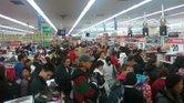 Todos los años, los establecimientos de Walmart se llenan de gente ansiosa de aprovechar las ofertas del Black Friday.