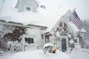 Vista de una casa cubierta de nieve en Búfalo,  Nueva York. Una gran tormenta de nieve ha causado cuatro muertos en el área de Búfalo, mientras en todo Estados Unidos se han registrado temperaturas gélidas.