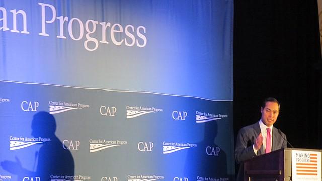 Julián Castro, secretario de Vivienda, durante una conferencia del Center for American Progress (CAP) en DC el 19 de noviembre.
