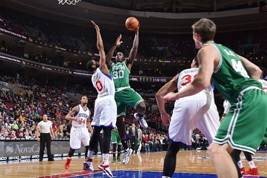 Boston Celtics derrotó 101 - 90 a Philadelphia 76ers