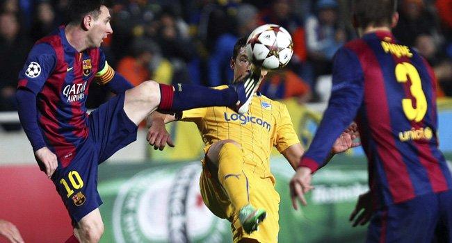 Messi hace historia, Agüero salva al Manchester City