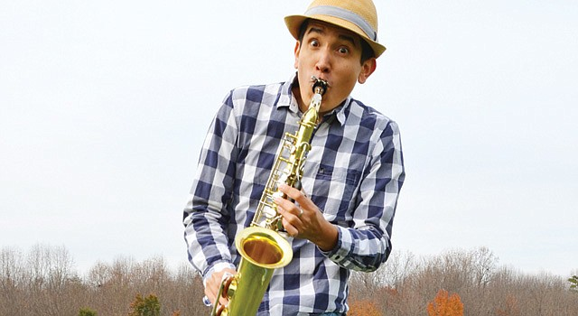 VERSÁTIL. Andrés Salguero, quien estudió música clásica, compone y escribe para su espectáculo infantil.