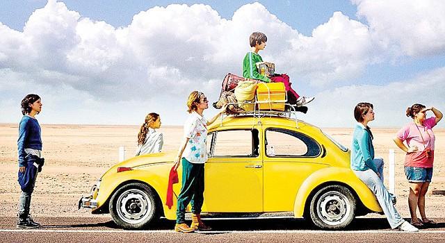 """Festival de CINE HISPANo  El Teatro Hispano GALA presenta el festival """"La Nueva Ola: películas de México, Cuba y España"""" hasta el domingo 7 de diciembre. Las funciones son las siguientes: hoy viernes 5 con """"Los Insólitos Peces Gatos"""" de México; el sábado 6 presenta """"Los Niños Salvajes"""" de España a las 2pm; """"Juan de los Muertos"""", de Cuba a las 7pm.; y """"Quebrantados"""", de  México a las 9:30pm. El domingo, """"Aventurera"""" de México a las 2pm. En la imagen escenas de """"Los Insólitos Peces Gato"""". En GALA, 3333 14th Street, NW/ DC. Donación sugerida de $10. Boletos y reservas en el 202-234-7174."""