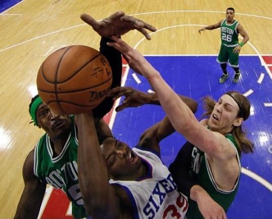 Celtics derrotan a Philadelphia 76ers con gran actuación de Kelly Olynyk