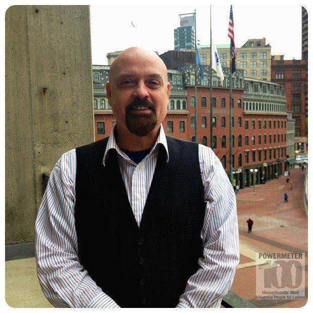 Juan López en la Alcaldía de Boston.