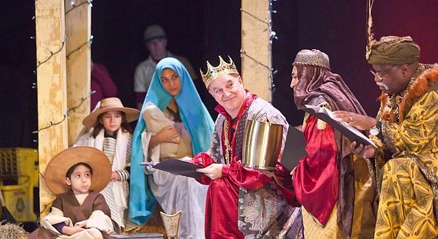Escenas de la celebración de los Reyes Magos en DC en 2014. En el papel de los magos estuvieron (de izq. a der.) José Suiro, Quique Avilés y Roland Roebuck. Este año estarán Bienvenido Martínez, Manolo Santalla y Héctor Díaz.