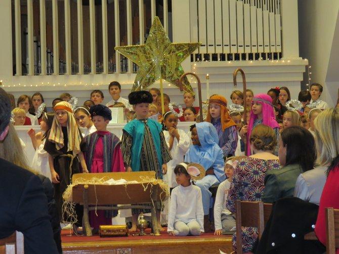 Los estudiantes de St. Patrick's Episcopal Day School durante la representación del Pageant, el viernes 19 de diciembre de 2014 en la sede de la escuela en Washington, DC.