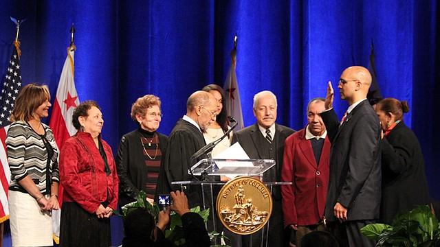 CEREMONIA. El juez de la Corte Suprerior de DC, José M. López, administró la juramentación a Franklin García.