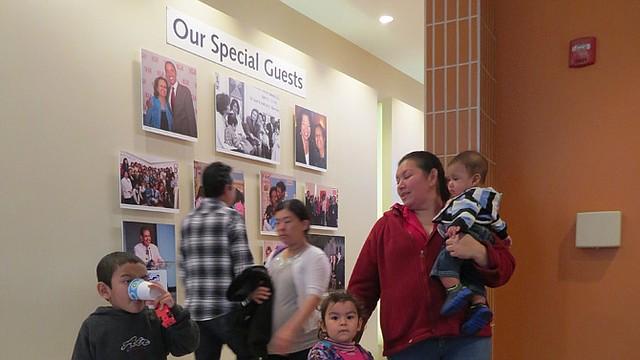 LATINOS. La asistencia médica adecuada bajo un seguro subsidiado beneficia a muchas familias hispanas.