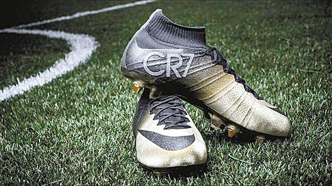 Zapatos exclusivos para CR7  8d9a385860137