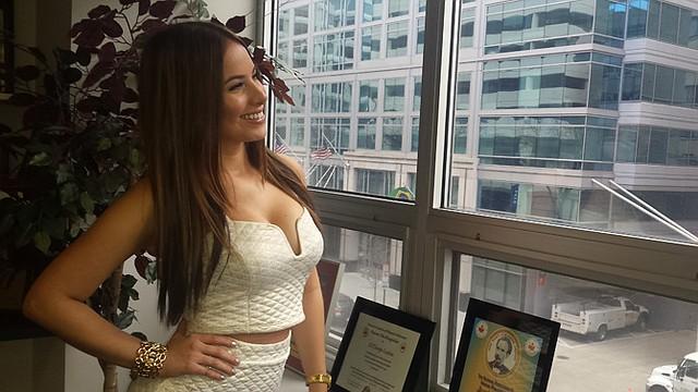 VISIÓN. La colombiana Stefani Gamboa en la oficina de El Tiempo Latino.