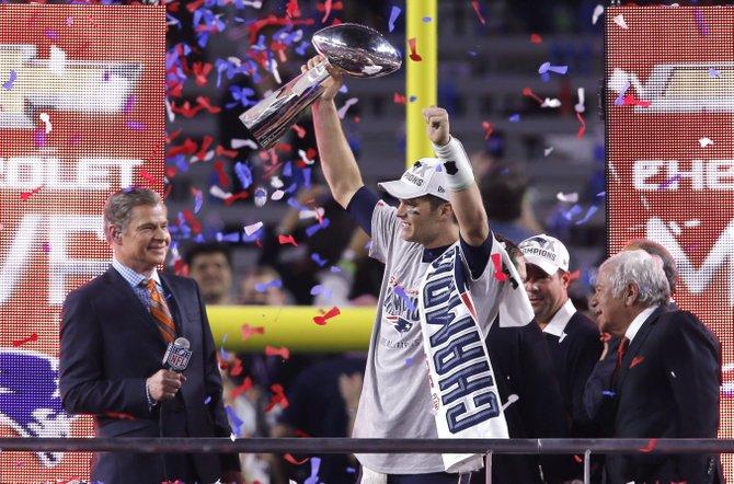 Tom Brady iguala a su ídolo Joe Montana