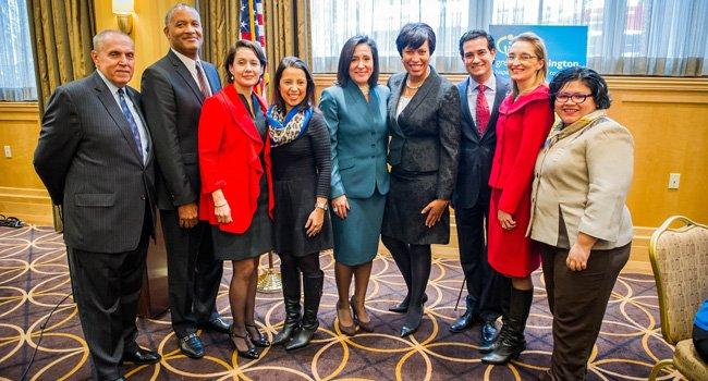 Bowser muestra su fuerza latina en DC