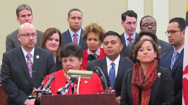 La delegada Ana Sol Gutiérrez, al centro, con otros colegas en una rueda de prensa en Annapolis el 5 de febrero.