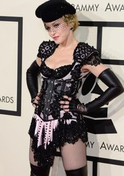 Madonna lució así de torera en los Grammy 2015
