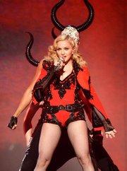 Madonna durante su actuación en los Grammy 2015